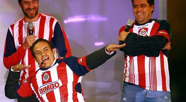 CUAUHTÉMOC BLANCO con camiseta de Chivas