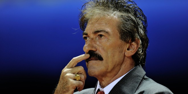 The coach of the Costa Rican national team, Argentinian Ricardo La Volpe observes the friendly game between Argentina and Costa Rica  at the National Stadium  in San Jose on March 29 , 2011. The match ended 0-0. AFP PHOTO/ Yuri CORTEZ (Photo credit should read YURI CORTEZ/AFP/Getty Images)