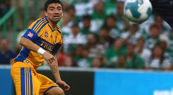 Footballer Hector Mancilla (L) of Tigres head the ball to open the score of his team against Santos during their semifinal match of the Mexican Clausura Tournament in Torreon, Coahuila state, on May 13, 2012. AFP PHOTO/ Julio Cesar AGUILAR