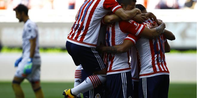 CHIVAS festeja gol