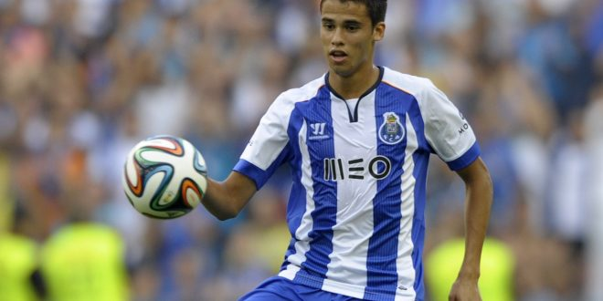 Porto's Mexican defender Diego Reyes controls the ball during the friendly football match FC Porto vs AS Saint Etienne at the Dragao stadium in Porto, on July 27, 2014.  AFP PHOTO/ MIGUEL RIOPA        (Photo credit should read MIGUEL RIOPA/AFP/Getty Images)
