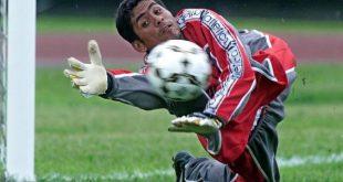 Goalie of the Mexican soccer team Jorge Campos tri