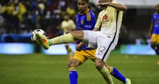 Lucas Zelarayan (L) of Tigres vies for the ball with Pablo Aguilar (R) of America, during their Mexican Apertura 2016 tournament football match, at the Azteca stadium, on July 30, 2016, in Mexico City.  / AFP / RONALDO SCHEMIDT        (Photo credit should read RONALDO SCHEMIDT/AFP/Getty Images)